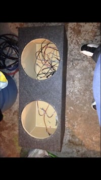 """Speaker box for 12""""s in great condition Chicago, 60617"""