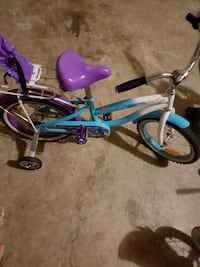 Toddler's blue and white bicycle with training wheels 48 km
