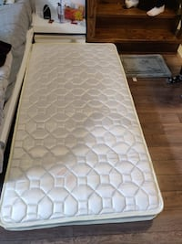 One month old mattress for sale  Toronto, M2N