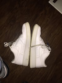 Pair of white nike air force 1 low shoes Granite City, 62040