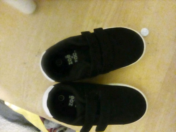 1a6527e52d65 Used black-and-white Zoe toe low top sneakers for sale in Antioch - letgo