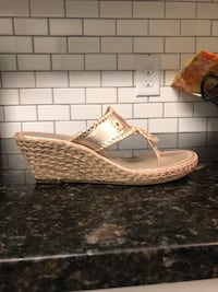Gold wedge jack Rogers 7.5 good condition Aynor, 29544