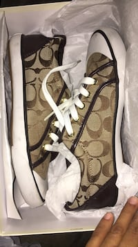 Size 7.5 coach shoes