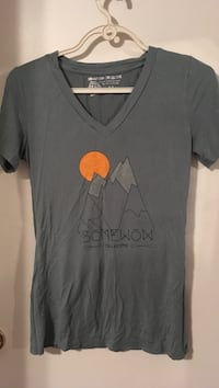 Women's medium v neck Kelowna, V1Y 6R5