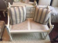 Gorgeous  antique  Deacons Bench  Whitby, L1N 8X2