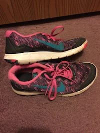 Pair of black-and-pink nike running shoes Campobello, 29322