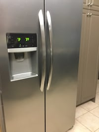 Stainless steel side-by-side refrigerator with dispenser Vaughan, L4H 2G3