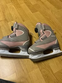 Girls skates size 12J. Like new Pickering, L1V 5S1