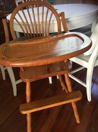 round brown wooden table with four chairs dining set Bolton, L7E 3T4