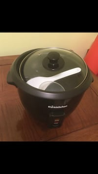 Thinkkitchen 10 cup Rice Cooker. Only used a couple times!