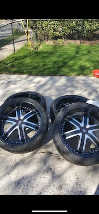 22 inch rims Crave Alloy. 5 lug nuts. Some of the screws missing but rim is in good condition