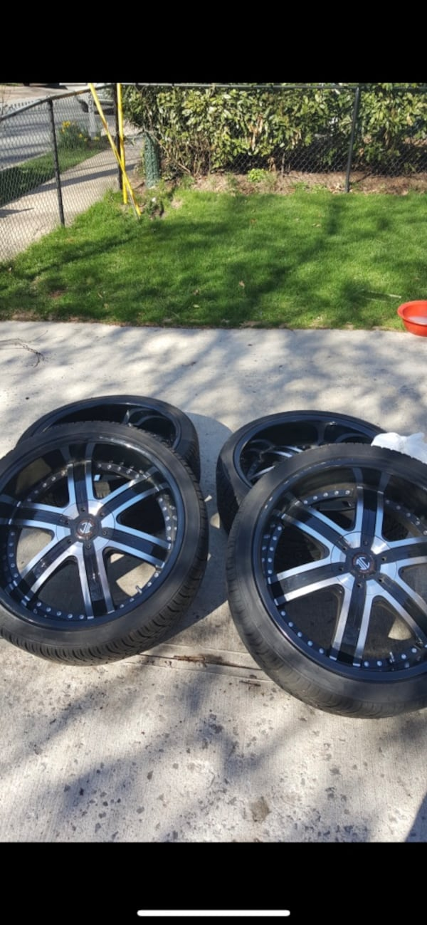 22 inch rims Crave Alloy. 5 lug nuts. Some of the screws missing but rim is in good condition 36d8239a-4bb2-4c97-b74f-e692516b6368