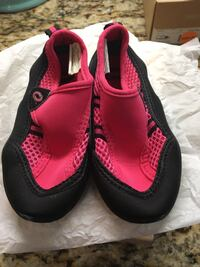 pair of black-and-pink Nike running shoes Humble, 77396