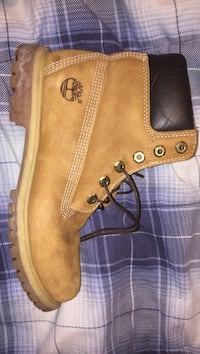 Beige timbs. very good condition 160 firm