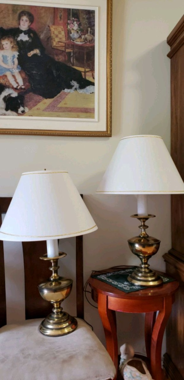 2 lamps  ccba8af7-9c6a-4633-98cd-7babacc90abc