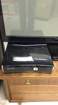 Xbox 360 1 remote some games or best offer Kitchener, N2B 2N7