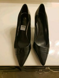 pair of black leather pointed-toe heeled shoes Stafford, 22554