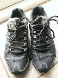 pair of black-and-gray Nike basketball shoes s 7 St. Catharines, L2R 6B5