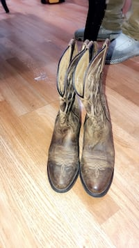 Pair of brown leather cowboy boots Louisville, 40215