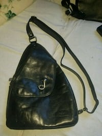 black leather 2-way bag Montréal, H1L 4H8