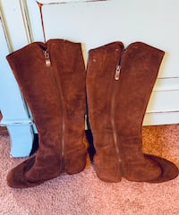 Pair of brown suede boots Wilson, 27896