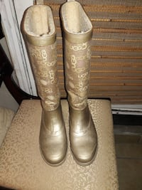 pair of brown  boots size 7