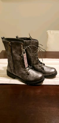 Pair of boots for woman brand new