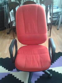 black and pink padded office chair