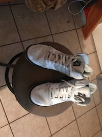 pair of white Air Jordan basketball shoes Mission, 78574