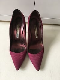 Manolo Blahnik heels size 37.5 Condition: 7/10 Retails $925