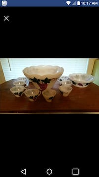 Vintage milk glass 11 peice Christmas punch bowl s Battle Creek, 49017