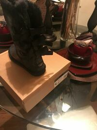 Ugg boots sizw 8 Middle River, 21220