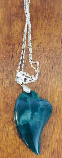 Heart shaped Jade on a chain Welland, L3C