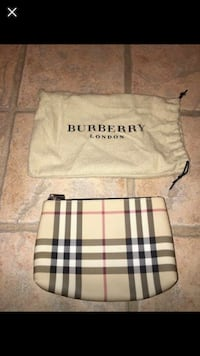 Authentic Burberry pouch  782 km