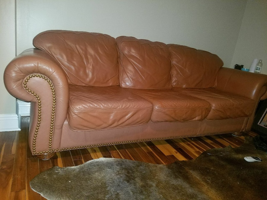 Superbe Leather Couch And 2 Letter Recliners