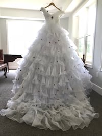 Wedding dress size small Гамильтон, L0P 1B0