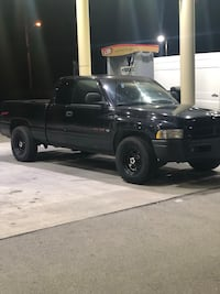 1998 Dodge Ram 1500 5.9 Low Miles. Manchester, 37355