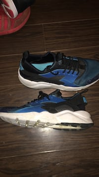 blue-and-black Nike sneakers Mississauga, L5M 6E6