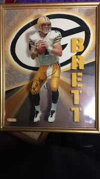 Authentic autographed picture of Brett Favre with COA Milwaukee, 53222