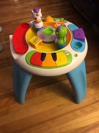 Fisher Price Enchanted friends learning table!!!!  Montréal, H1G 4W9