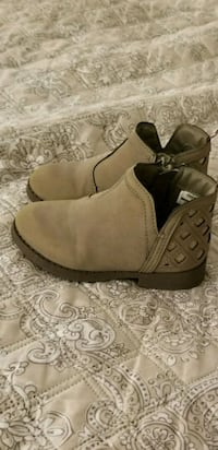 Girls Boots, Size 9 Atco, 08004