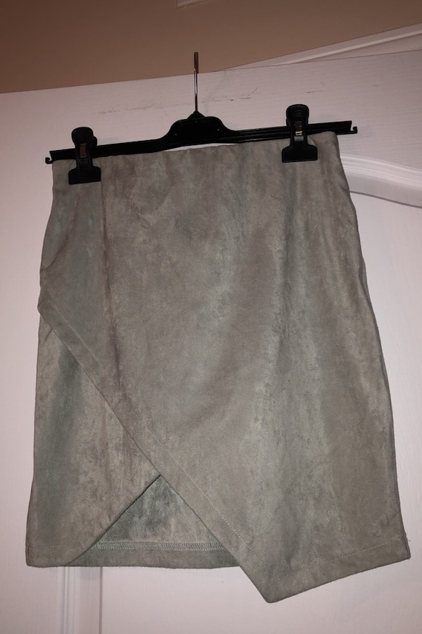 Woman's skirt BRAND NEW 1bcf8210-6255-4780-90ce-296f6340af9a