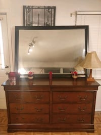 Nice dresser with 8 drawers and big mirror in very Annandale, 22003