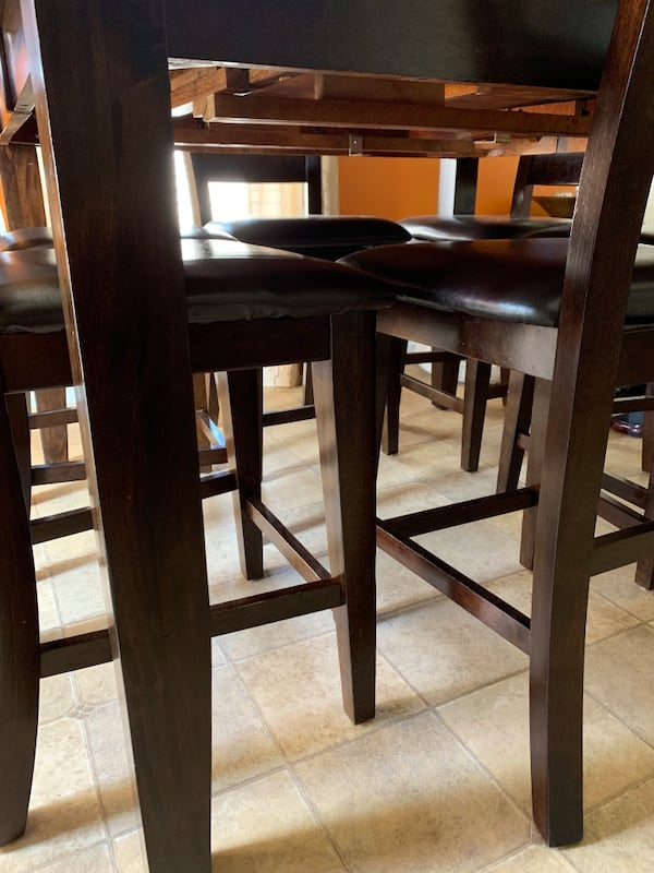 Oak Express Kitchen Table with 6 chairs - MUST BE SOLD TODAY! 1c7a0144-5d72-4cd1-822a-8c9da98ff266