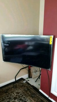 black flat screen TV with remote Gainesville, 20155