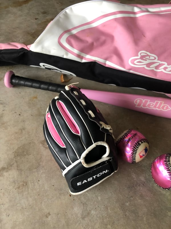 Little girls softball set- glove, bat, bag, balls eecee48c-4c06-435a-b9ee-1b855916e04a
