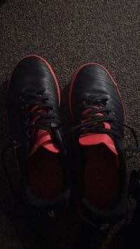 pair of black-and-red Nike cleats Middleburg, 20117