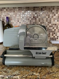 Small size deli slicer used only 10 times. Yonkers, 10710
