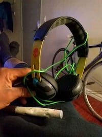 black and green corded headset Los Angeles, 91343