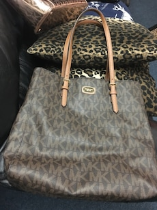 Brown mk bag big! In mint condition